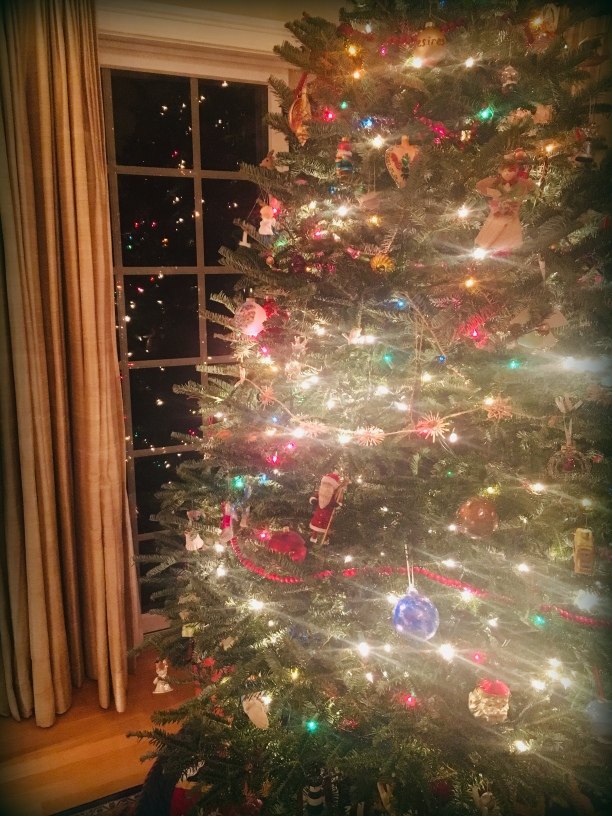 Christmas tree, Santa story