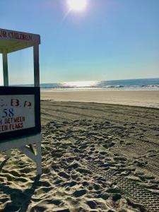 ocean, lifeguard, lifeguard stand, seashore